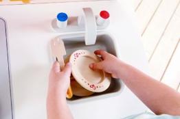 Kinderspüle Spielküche Kinderküche in weiß-natur aus Massiv-Holz